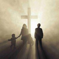 Familie ved korset